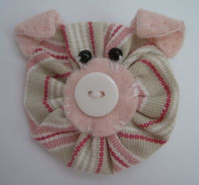Sarah's Little Snippets: Change from flower to.....a Pig!  Awesome eye candy!    #YoYo  #SuffolkPuffs