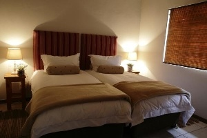 Benjamin House consists of 2 bedrooms. Main queen bed with en-suite and the second bedroom has 2 single beds. Two more guests can sleep on a comfortable sleeper couch in the lounge. Sleeps 6 people.