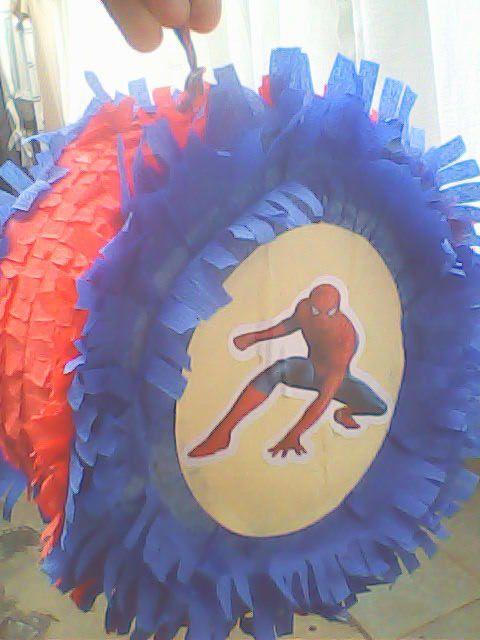piñata de hombre araña - FIESTAIDEAS.com