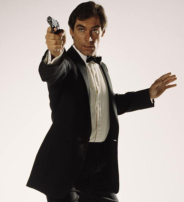 Timothy Dalton James Bond | Timothy Dalton a seize ans et décide de se lancer dans une carrière ...