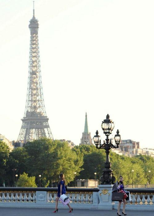 Une promenade le long de la Seine, la Tour Eiffel pas trop loin.