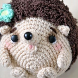 Get the free hedgehog amigurumi pattern for this cute little Mimi-chan. It is so cute that you would hold it on your palm with it's roll-up posture.