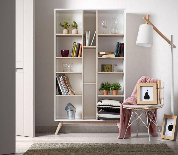 Bokhylle modell QUATRE, stol modell HANSEN, lampe modell JOVIK. Du finner alle produktene i nettbutikken vår. www.mirame.no  #nettbutikk #bokhylle #oppbevaring #lampe #stol #lenestol #nordiskdesign #nordiskehjem #design #pris #mirame #gulvlampe #stålampe #interior #interiør #bo #hjem #hus #godlørdag