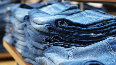 Groene jeans zijn helderblauw - Groen - TROUW De productie van een spijkerbroek, vervuilt 7000 liter water en verbruikt 15 gram gewasbeschermingsmiddelen en 42 kilowattuur aan energie