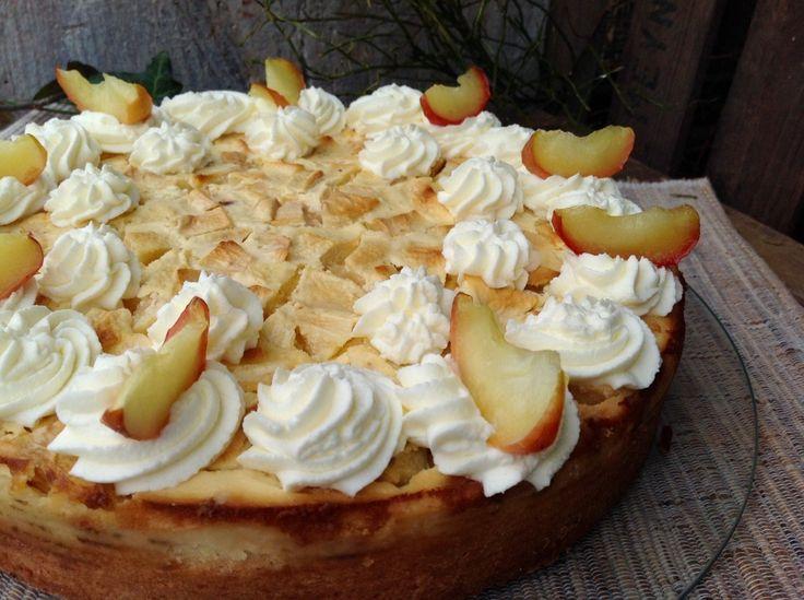 Apfelkuchen mit einem Guss aus Weißwein und Schmand