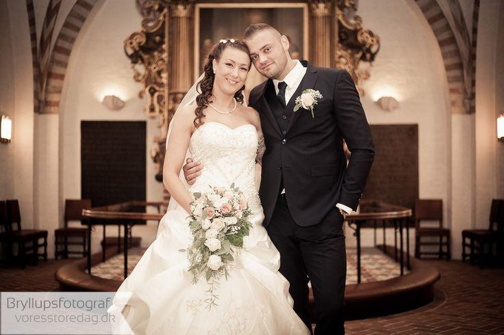 Bryllup   Et bryllup skal være en uforglemmelig milepæl i ens liv, og Gilleleje Badehotel kan tilbyde dig de helt rette, romantiske rammer om dagen.  Se vores Bryllupspakke eller kontakt os for et uforpligtende tilbud på en skræddersyet løsning. http://www.voresstoredag.dk/bryllup-gilleleje/