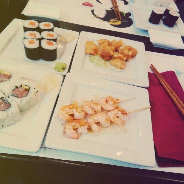 Sushi, gamberi alla piastra e pollo fritto....