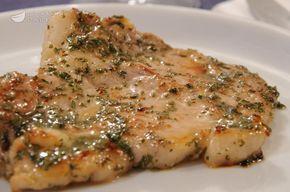 La braciola al rosmarino è una ricetta veloce e leggera, a base di carne, preparata in padella. La braciola viene cotta assieme ad erbe, spezie e vino bianco secco.