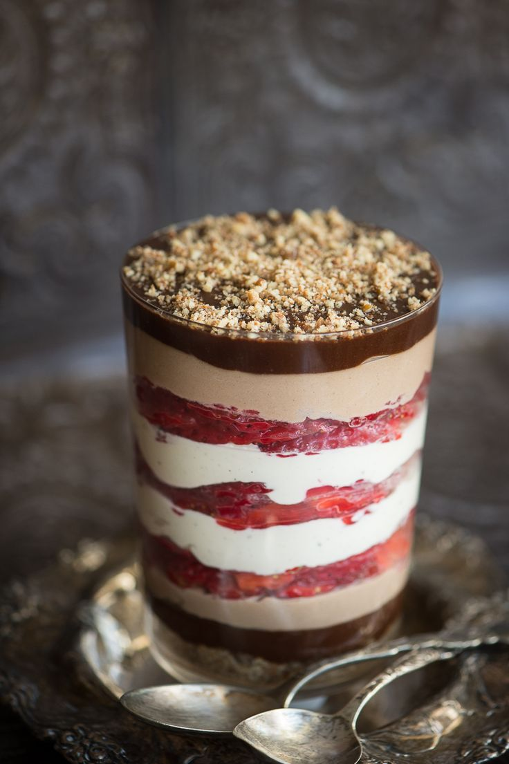 Dessert Recipe: Raw Vegan Strawberry Chocolate Trifle #vegan #recipes #rawfood #dessert #plantbased #healthy #glutenfree #whatveganseat