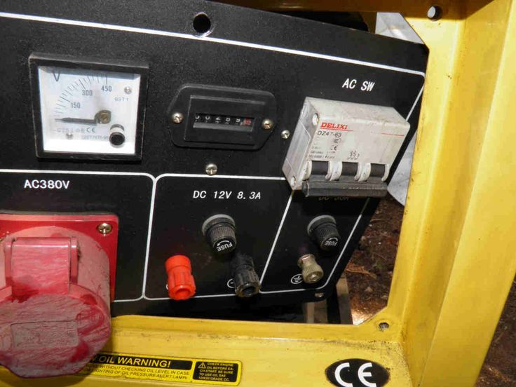 Dismantling the control panel of a small diesel generator. www.nomaallim.com.