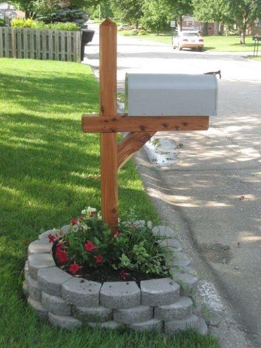 Хороший вариант оформить почтовый ящик во дворе и украсить его у основания…