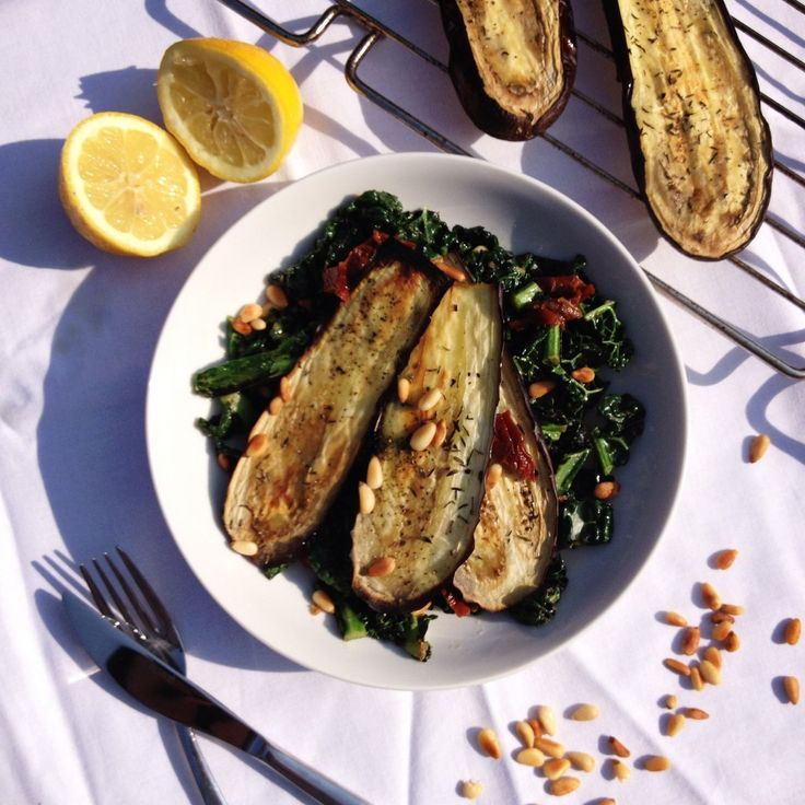 Op zoek naar een snel en makkelijk vegetarisch recept salade? Dit is een Mediteraanse salade met gegrilde groenten. Een heerlijke herfst salade!