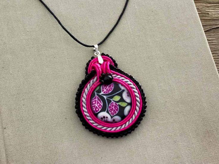 Rózsaszín álom virágos sújtás medálos nyaklánc