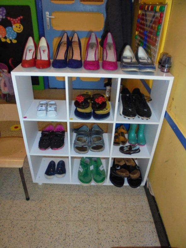 Op zoek naar schoenen voor Jules in de schoenenwinkel ! (LaLaLien)