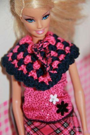 Tussendoortje Patroon poncho barbie Haak een ketting van 28 lossen. Sluit de ketting met een halve vaste. Toer 1: Haa...