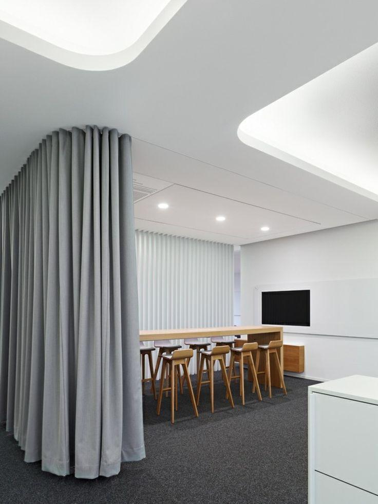 la salle de conférence avec des meubles en bois de Scope