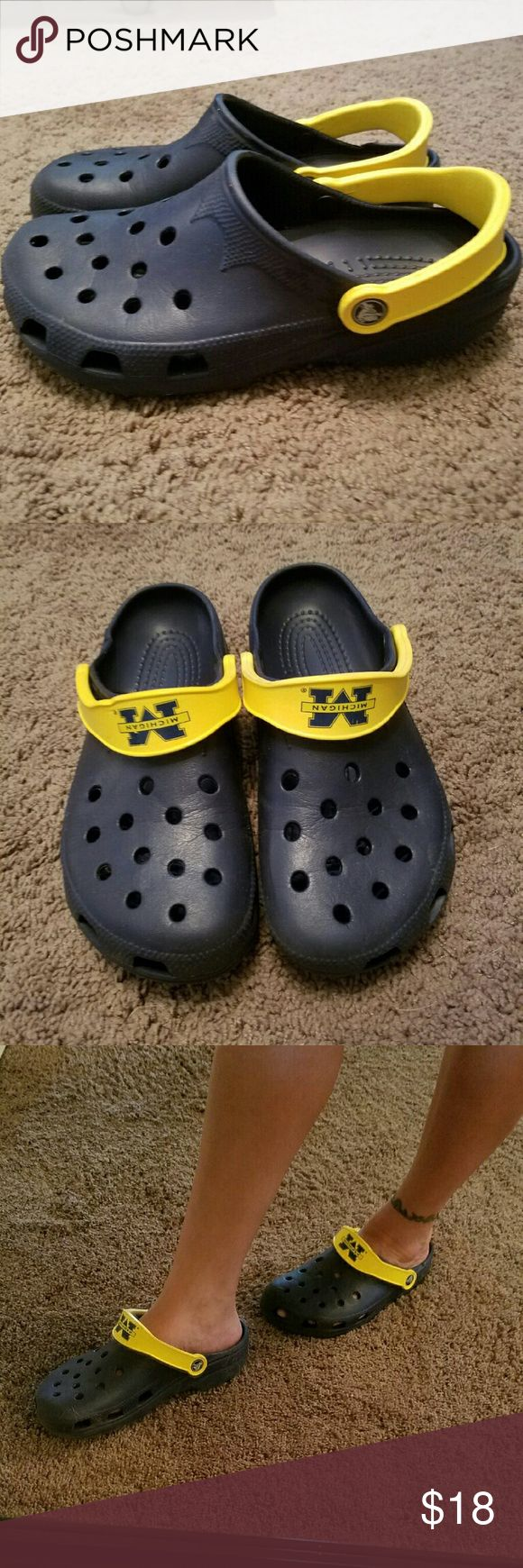 Crocs women's size 8 University of Michigan maize and blue women's crocs. These shoes have only been worn a couple of times. crocs Shoes