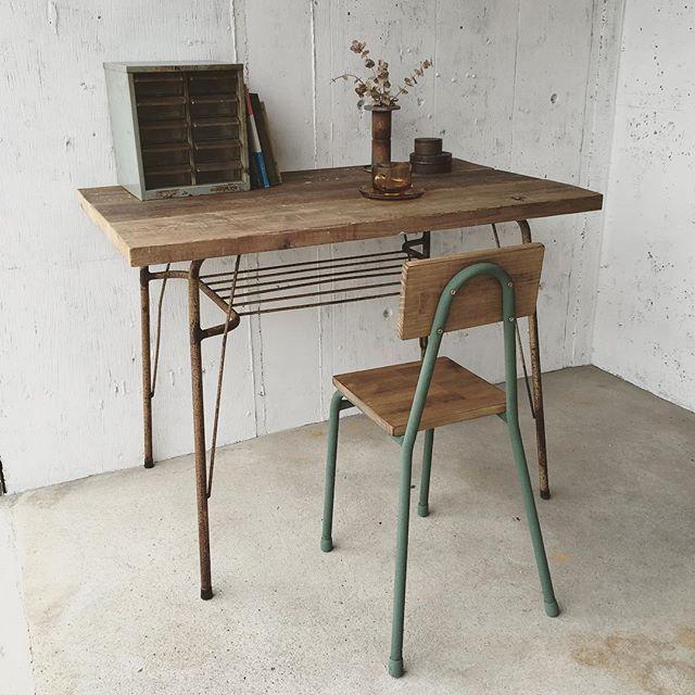 #mulpix シャビーなグリーン脚のチェア。 個性的なグリーン色のアイアン脚が可愛いチェアです。 テーブル椅子や子供部屋の勉強机の椅子にしてみても可愛いですね。 #古家具 #古道具 #シャビー #カラフル #ジャンク #アンティーク #インダストリアル #junk #ジャンクスタイル #アンティーク #ナチュラル #インテリア #椅子 #チェア #chea #テーブル #机 #サビ #サビ脚 #アイアン #鉄 #作業机 #カフェ #店舗什器 #雑貨 #小引き出し #収納 #植物 #ドライフラワー #子供部屋インテリア