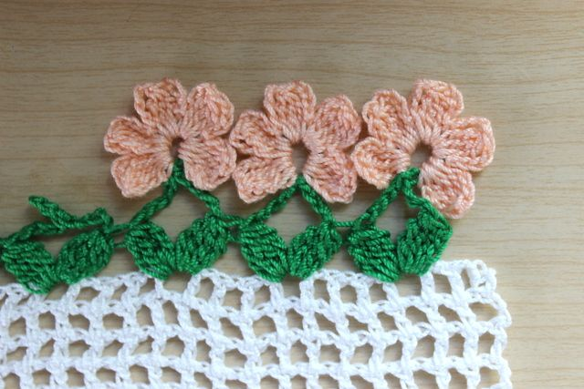 Crochet Flower Edging with Free Pattern