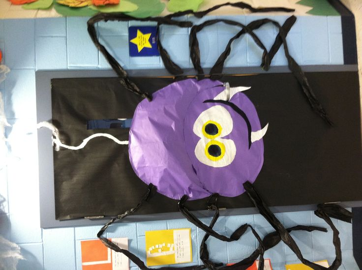 halloween spider on classroom door - Halloween Classroom Decorations