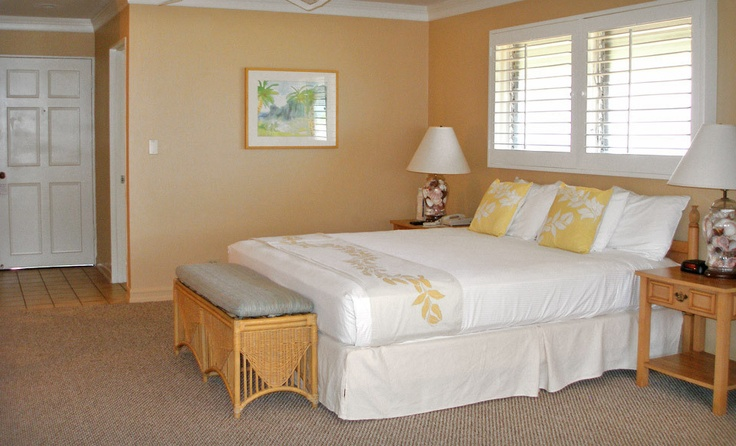 Royal Lahaina Resort cottage room interior