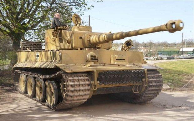 tanque  tigre 131 fue capturado después de un golpe de suerte por un tanque británico Churchill, perteneciente al 48 Regimiento real, en el desierto de Túnez en abril de 1943.