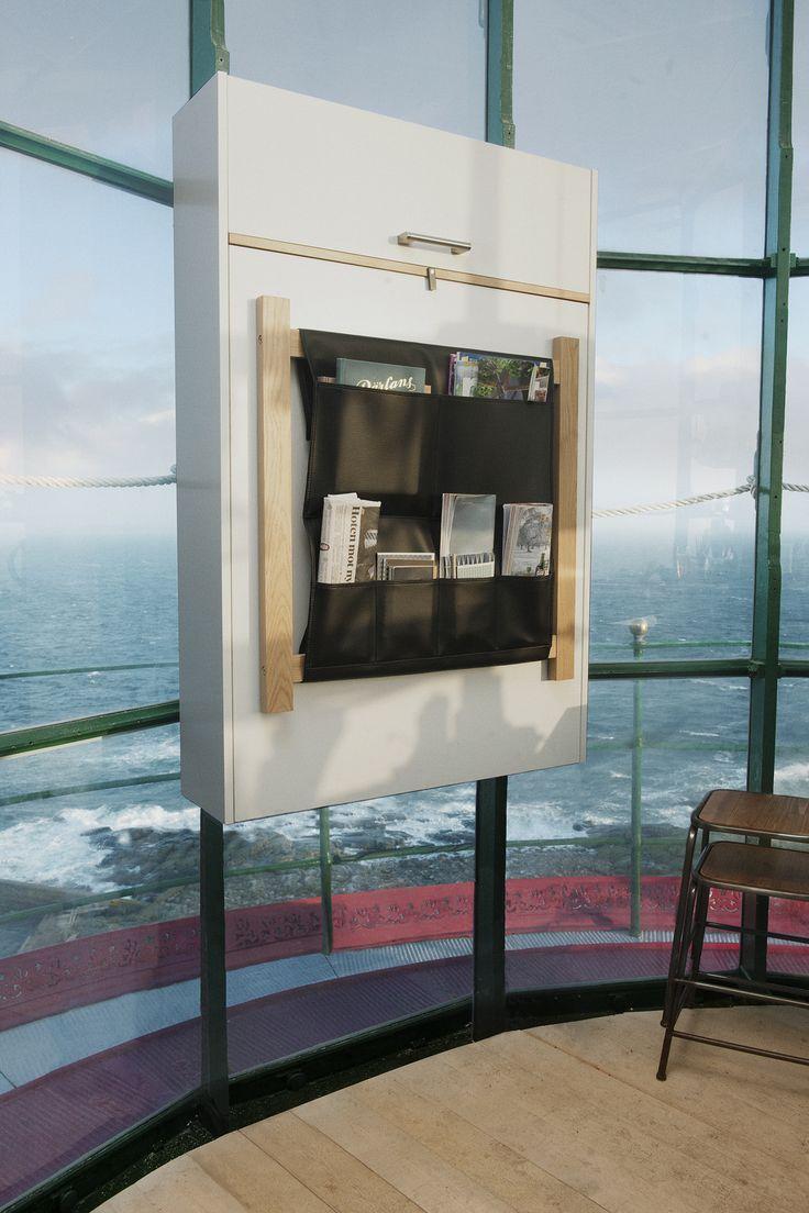 Klaffi-kaapissa on paljon säilytystilaa kompaktissa koossa, säilytystaskut ulkopinnalla ja avatun kaapin sisällä tyylikkäät avohyllyt. | Petra-keittiöt | #size0kitchen