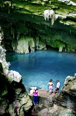 Nobres é um pequeno município localizado a 140 km de Cuiabá, na região Médio Norte do Estado de MT, a 199 metros de altitude e população de 14.862 hab.