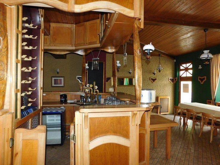 Belvárosi családi ház, alsó szintjén étteremmel eladó!