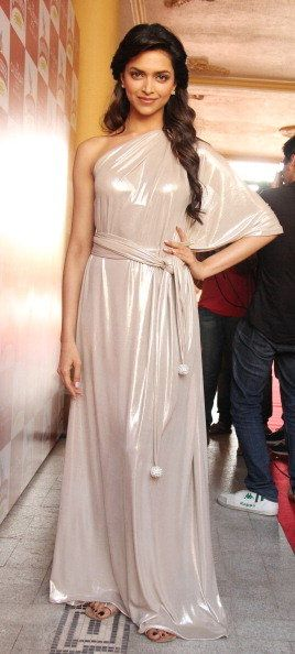 Deepika Padukone at the launch of 2011 Kingfisher Calender #Throwback #DeepikaPadukone <3 #Fashion