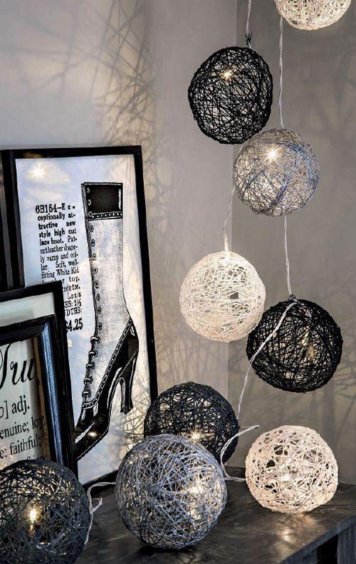 arredamento con palle di natale fatte con lo spago - Come addobbare casa per #Natale 2014 - http://blog.gromia.it/come-addobbare-casa-per-natale-2014/