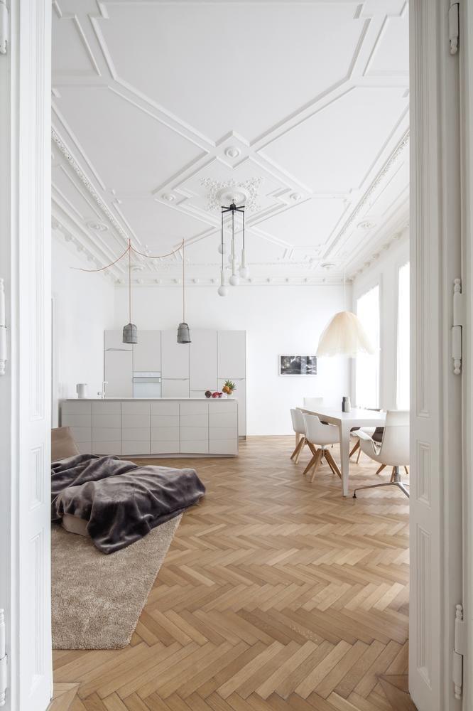 Altbausanierung und Innenarchitektur Konzeption einer klassischen Wiener Altbauwohnung mit 130m2 Wohnfläche in der Belle Etage eines Jahrhundertwendehauses.
