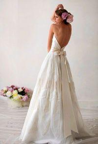 backless, bow wedding dress  www.brayola.com