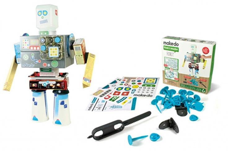 makedo kits met constructiemateriaal om van afval zelf speelgoed te maken. Met zaagje om door karton te komen. Niks meer weggooien!