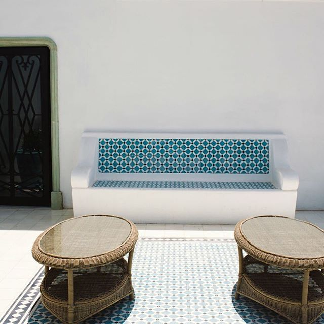 Banco con Mosaico exterior #mosaicohidraulico #carreauxciment #cementtiles #tendencias #fashion #desinghome