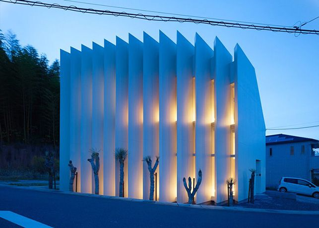 House in Muko by FujiwaraMuro Architects (Kyoto Prefecture, Japan) at night.