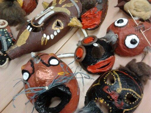 Maskers van papiermachee, groep 7