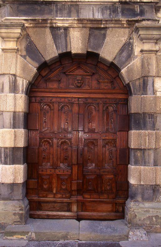 Porte de l'hôtel de ville