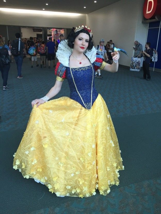 This captivating Snow White: | Here Are 19 Photos Of The Best Disney Costumes From Comic-Con