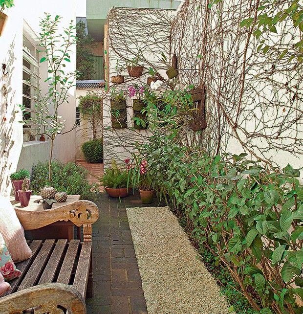 (Foto: Fotos Victor Affaro/Casa e Jardim) Jardim no corredor de 14m2,