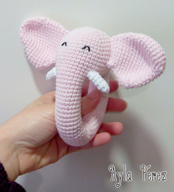 Aquí dejo la traducción de un sonajero de elefante, el patrón no es mio, es de Trolleungen ^^       Cuerpo/Cabeza:   Vuelta 1) 6 pb en anil...