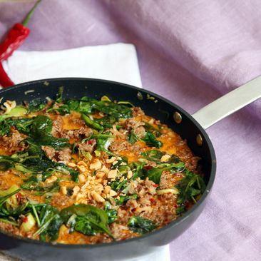 Snabb Thaigryta med jasminris, lime och jordnötter