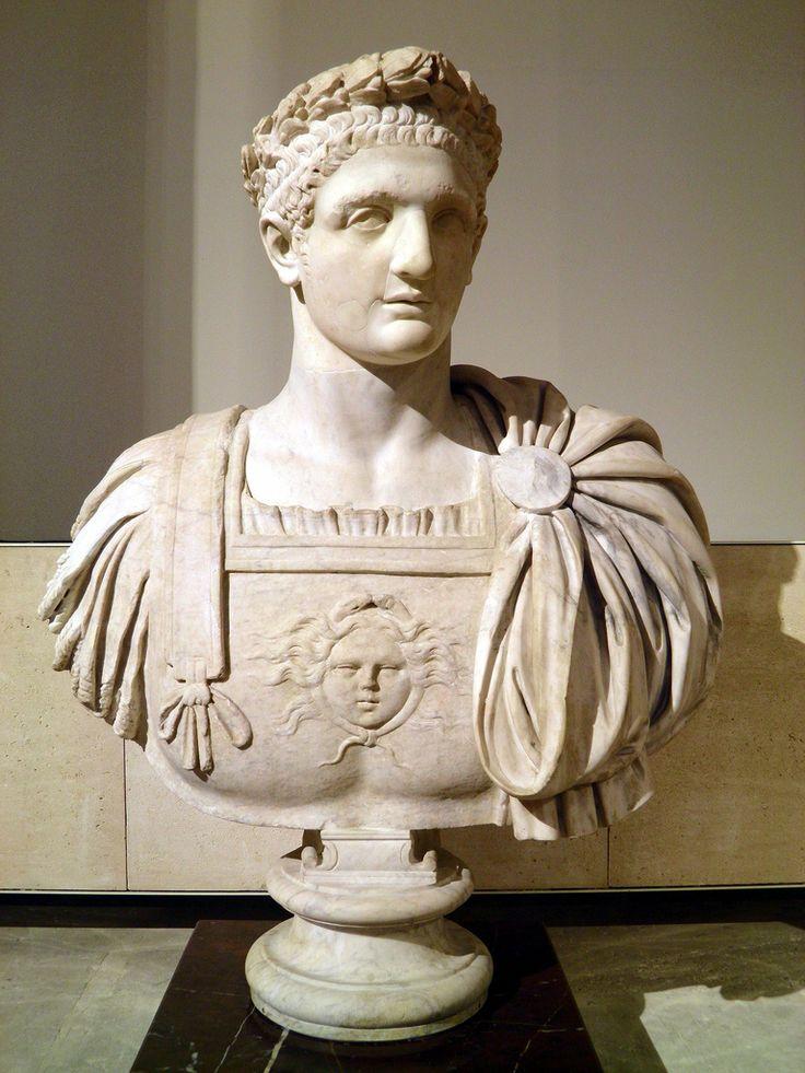 DOMIZIANO Tito Flavio #Domiziano, Titus Flavius #Domitianus; imperatore romano dal 14 settembre 81 alla sua morte, con il nome di Cesare Domiziano Augusto Germanico, Imperator Caesar #Domitianus Augustus Germanicus), ultimo della #dinastia #flavia.