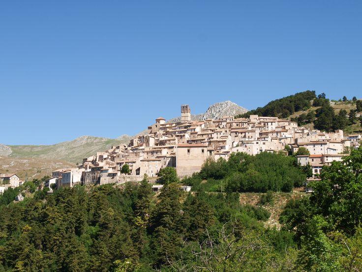 L'Aquila, Santo Stefano di Sessanio #Italy #nature #italianvillages  #bestoftheday #Santostefanodisessanio #bestofitaly