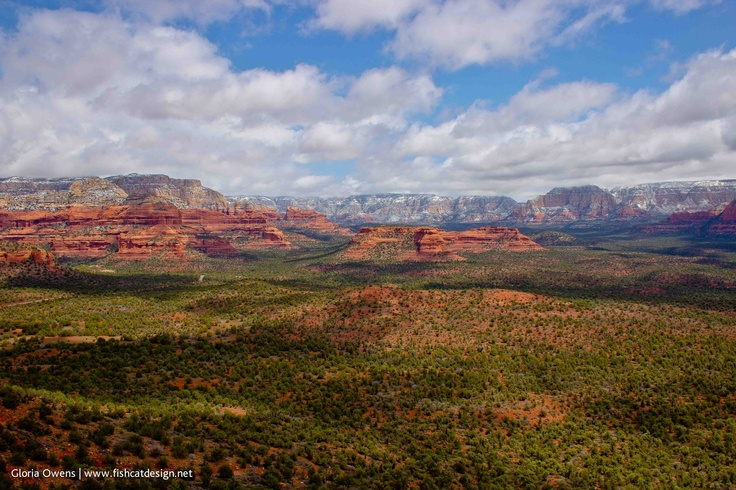 Sedona, AZ panoramic valley view from Doe Mountain. Photo by Gloria Owens