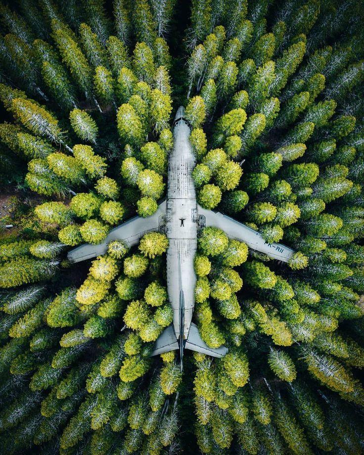 Abandoned Jet in einem indonesischen Wald von @drone__u … – #Abandoned #droneu #forest #forests #Indonesian