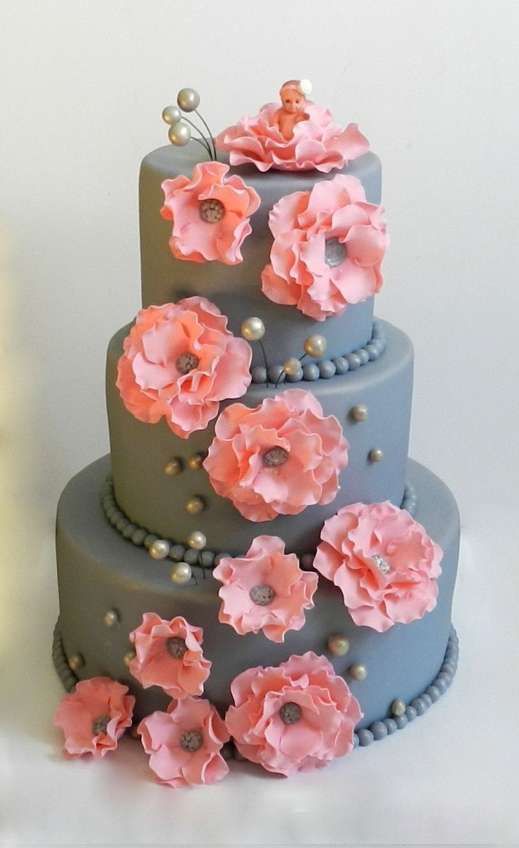 fancy cake in danielle's colors! hmmm. i've always wanted to work with fondant....