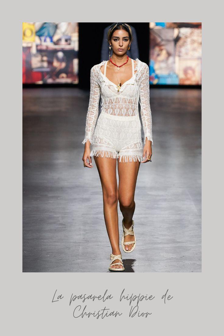 Christian Dior en su última pasarela se decantó por un estilo hippie o bohemio. Pasa a ver todos los outfits que se vieron en la pasarela, ¡están increíbles! #estilohippie #modahippie Christian Dior, Moda Hippie, Estilo Hippy, Boho Chic, Collars, Tie Dye, Vogue, Crochet, Casual