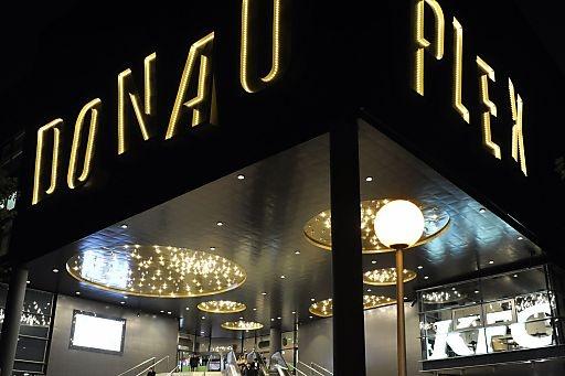 Das Donau Plex überrascht nach dem Umbau mit neuem Design, einem IMAX  Kino und zahlreichen trendigen Restaurants | Fotograf: Donau Zentrum | Credit:Donau Zentrum | Mehr Informationen und Bilddownload in voller Auflösung: http://www.ots.at/presseaussendung/OBS_20121031_OBS0011