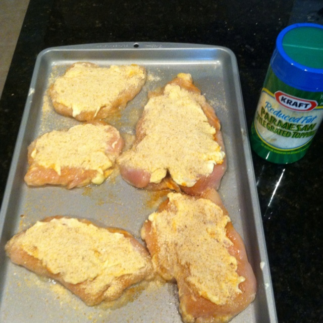 Hellman's Parmesan chicken! Easy and delicious! www.hellmanns.com/recipes